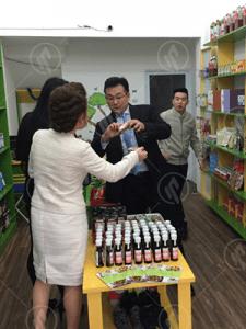 Đại diện Ofukuro thăm các đối tác phân phối